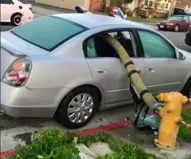 在加拿大把车停在消防栓前有什么后果?消防局霸气地告诉你!