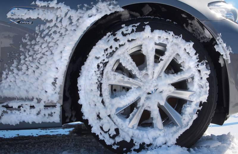 胎側壁高山雪花標志,表示通過了加拿大交通部中中度積雪路面安全駕駛測試