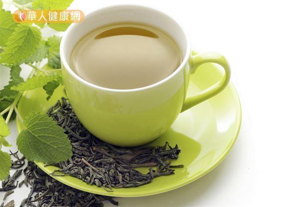 茶富含抗氧化物,适量摄取有助降胆固醇、保护心血管健康。