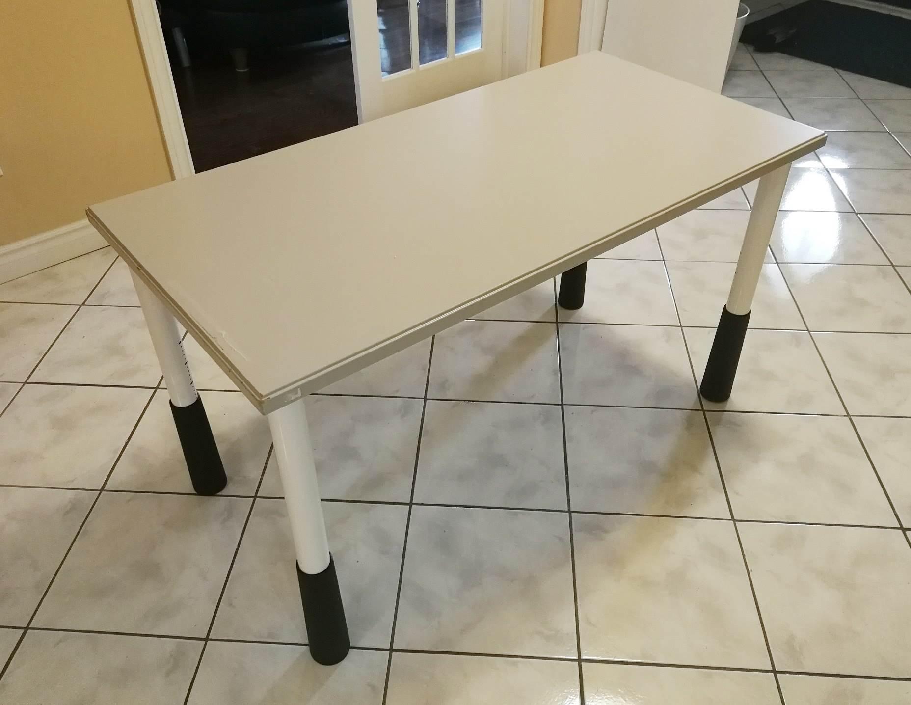 转让闲置书桌(高度可调) $20